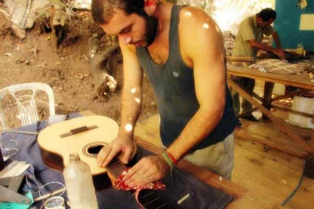 make ur own guitar