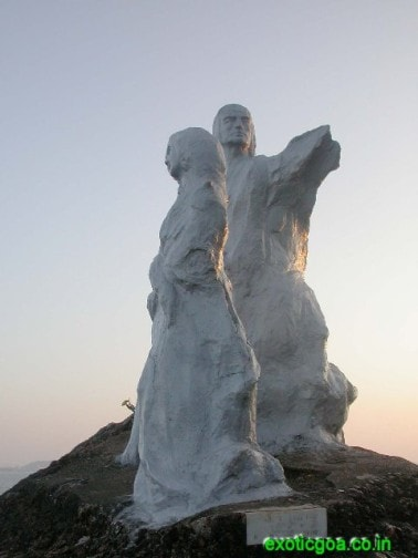 dona paula statue-min