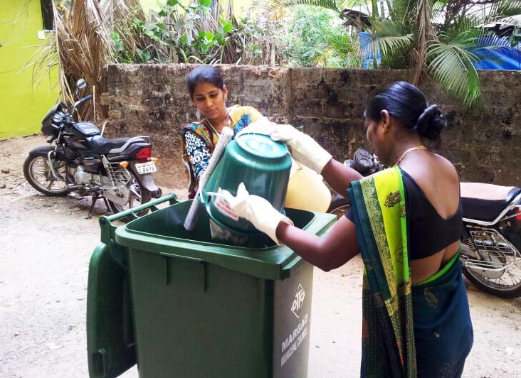 30_gallery_garbage_collection copy-min (1)