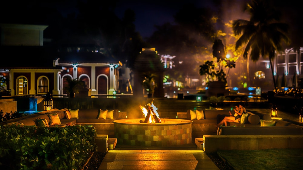 Enjoy Sundowners around the fire place at Capiz Bar-min